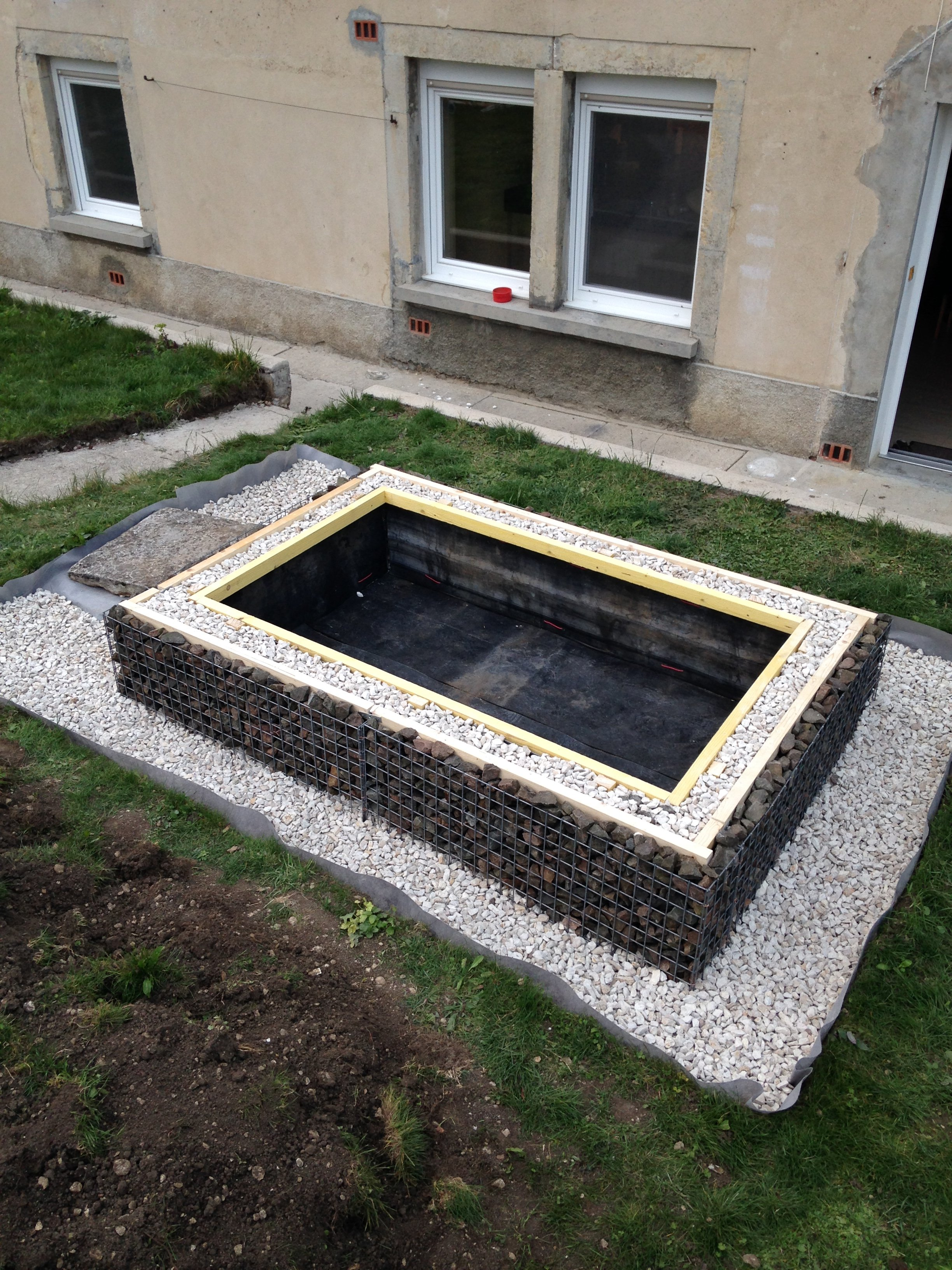 Petit bassin ext rieur en gabion wowom for Petit bassin de terrasse
